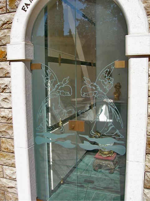 Vetro temperato for Porte in vetro per cappelle cimiteriali